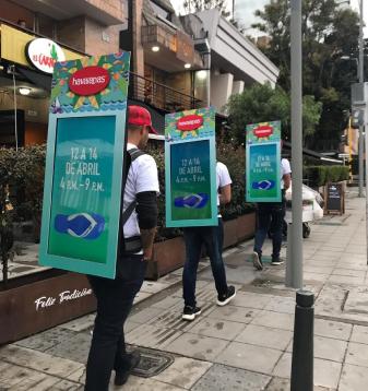 Popman video activando en tienda de Totto