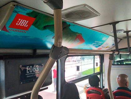 Publicidad en distintos formatos al interior y exterior de buses de Transmilenio