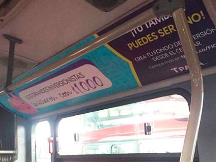 Publicidad en parte superior de un bus de Transmilenio