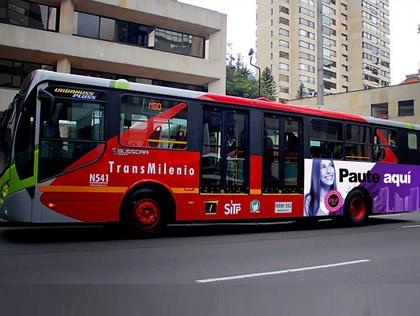 Pauta al interior y exterior de buses híbridos de Transmilenio