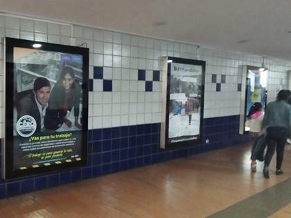 Pauta en mupis dentro de portales de Transmilenio en Bogotá