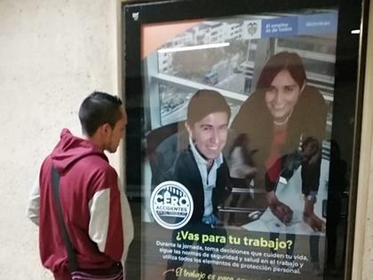 Haz publicidad interactiva en mupis dentro del sistema de Transmilenio