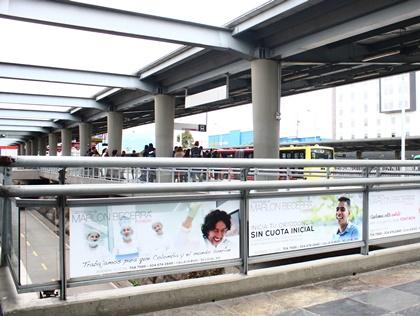 Publicidad en vidrieras de portales y estaciones y Transmilenio