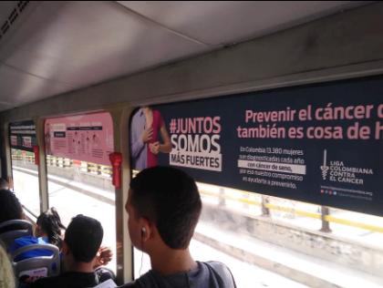 Espacios al interior de buses urbanos para pautar con tu marca
