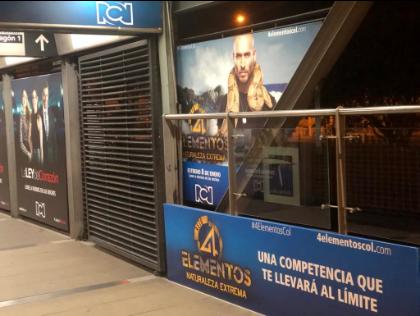 Publicidad en accesos a estaciones de transmilenio